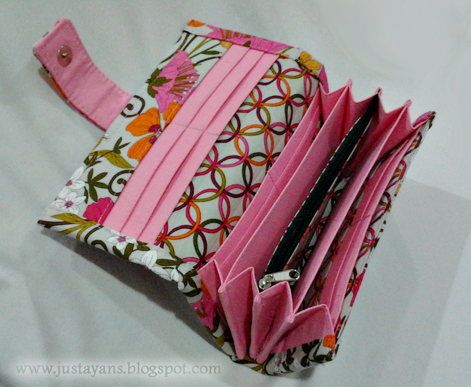 Accordian long wallet sewing projects burdastyle jeuxipadfo Image collections