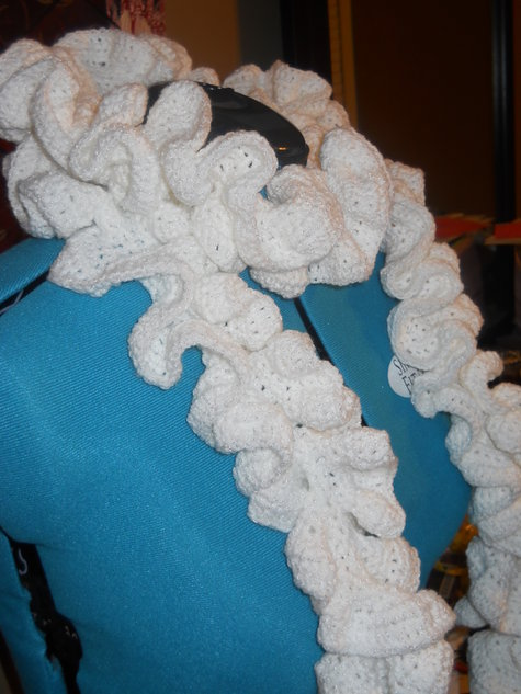 White_ruffle_scarf_2_large