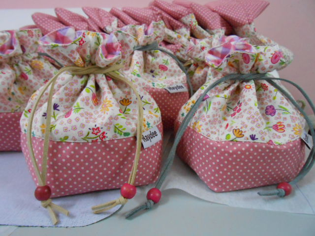 Doorgift pouches sewing projects for Idea door gift cukur jambul