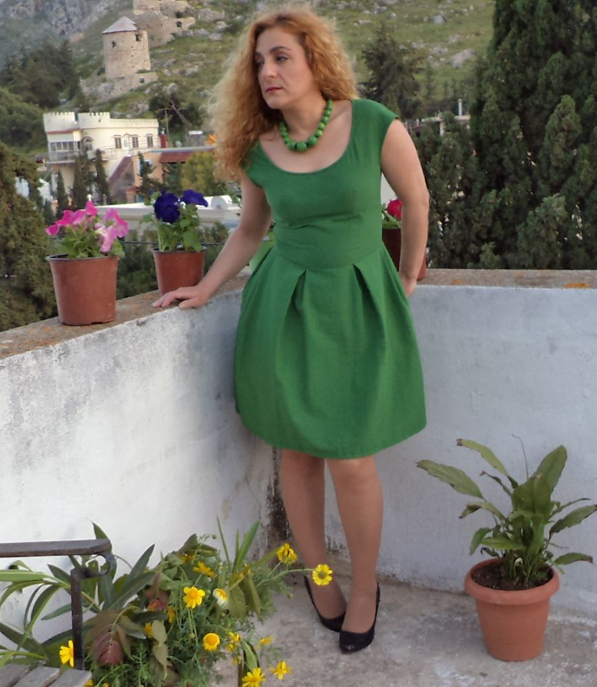 Green dress with tulip skirt and cap sleeves sewing projects green dress with tulip skirt and cap sleeves sewing projects burdastyle jeuxipadfo Choice Image