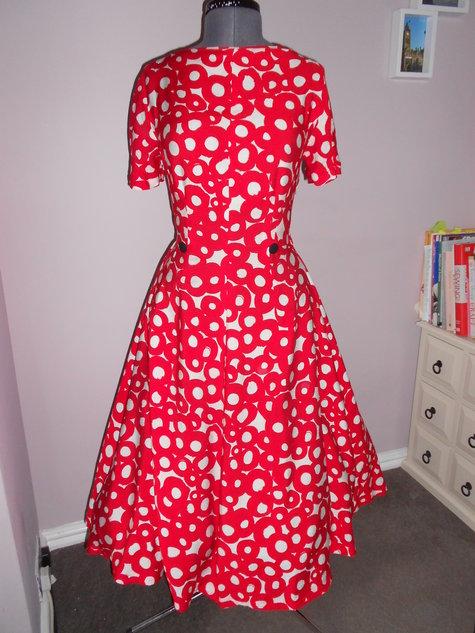 Dress_front_-_underskirt_large
