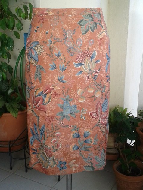 Upholstery_floral_fabric_skirt_large