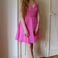 7__henriette_elsine_i_lyser_d_kjole_med_kryds_p_brystet1_listing