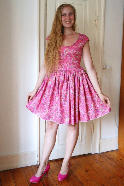 15__elsine_paisley_kjole2_large