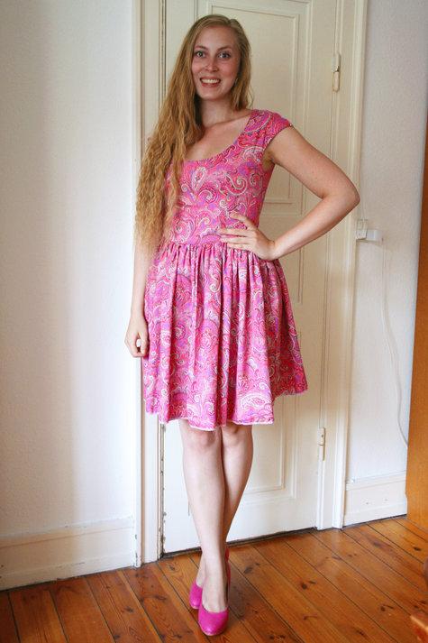 15__elsine_paisley_kjole1_large