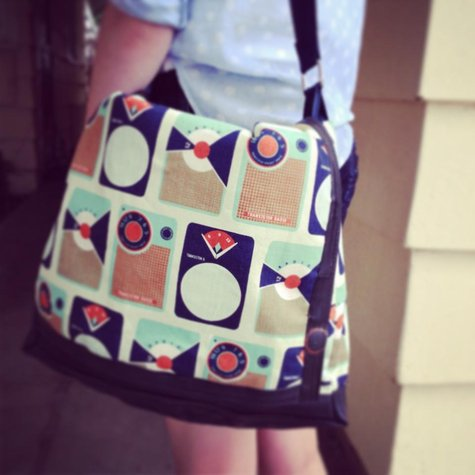 Tessa_messenger_bag_large