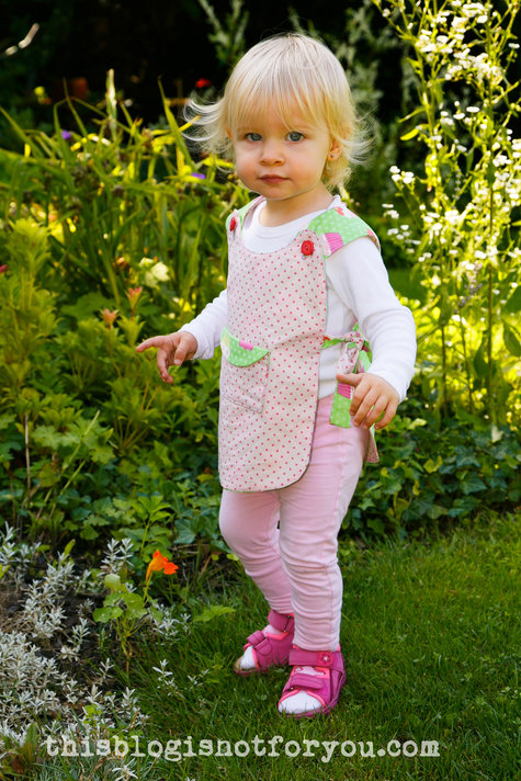Reversible_pinafore_cupcakes_by_thisblogisnotforyou8_large