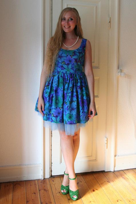 Henriette_elsine_blue_floral2_large