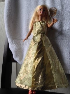 Gold_and_lace_gown_1__large
