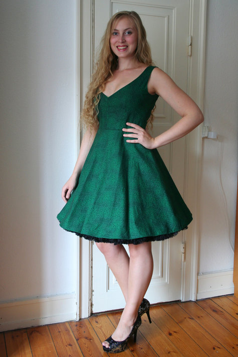 Henriette_elsine_green_dress1_large