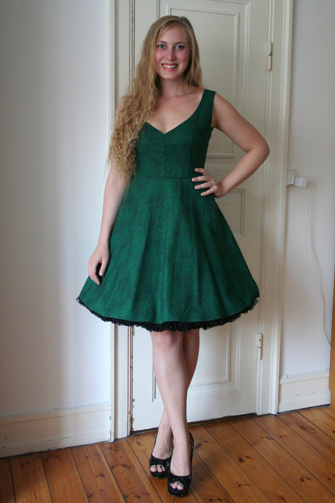 Henriette_elsine_green_dress2_large