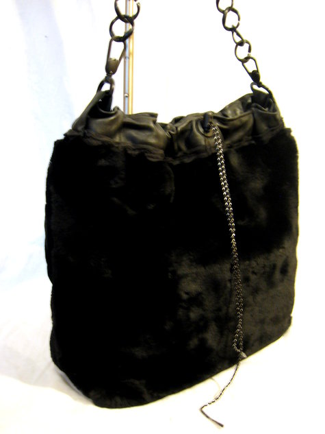 Blackfurtote_side_large