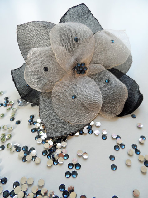 Flower_brooch_business_casual_large