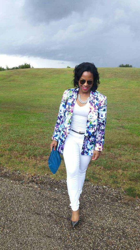 Dominica_3_white_jeans_large