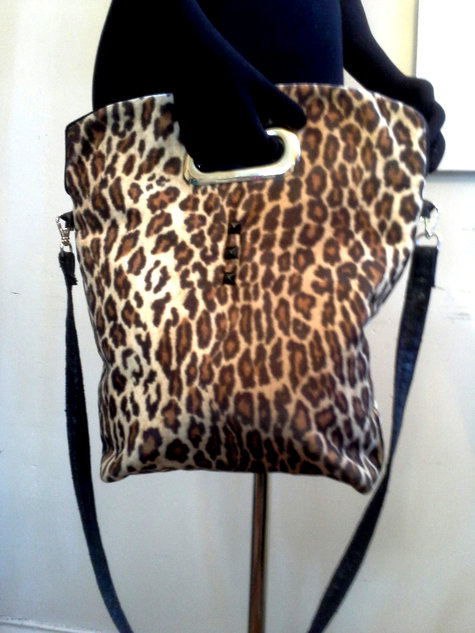 Shoppertote_leopard_cutouthandle_front_large