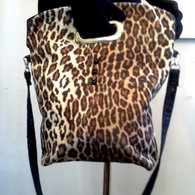Shoppertote_leopard_cutouthandle_front_listing