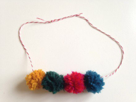 Pompom_necklace_large