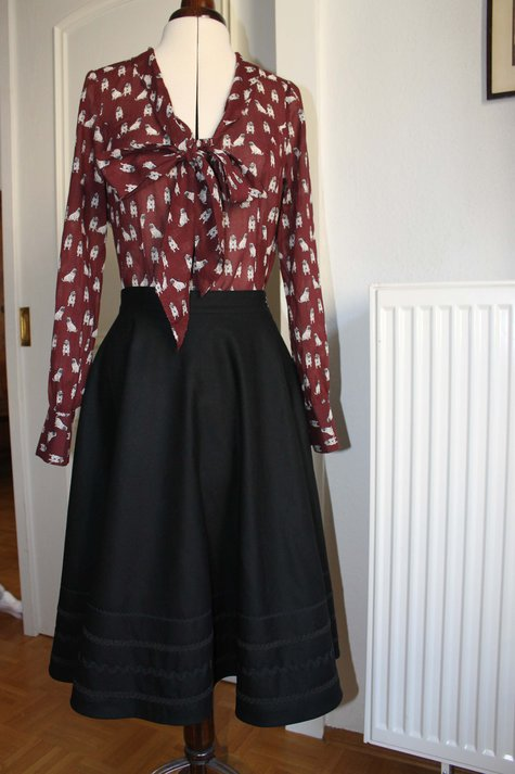 Blouse_and_skirt_large