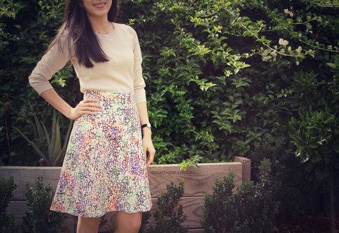 Vogue-v8828-pattern-version-b-skirt-02_large