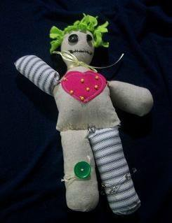 Full_1255_73638_voodoodollpincushion_1_large