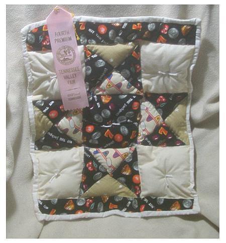 Full_7678_135978_2014winnerdollquilt_1_large
