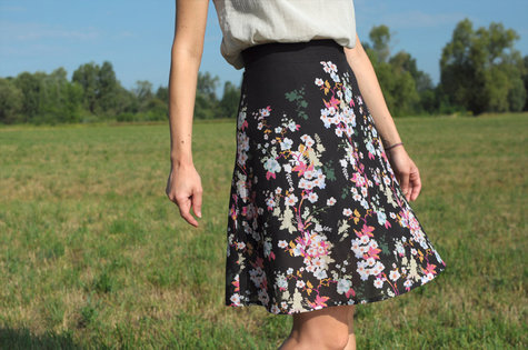 Ladulsatina_diy-wedding-outfit_self-drafted-skirt_flower_front_large
