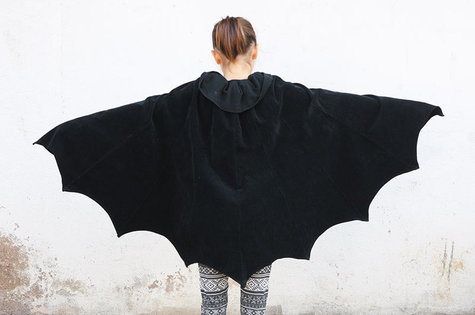 Ladulsatina_halloween-refashion-2015_transforming-skirt-bat-wings-cloak_02_large