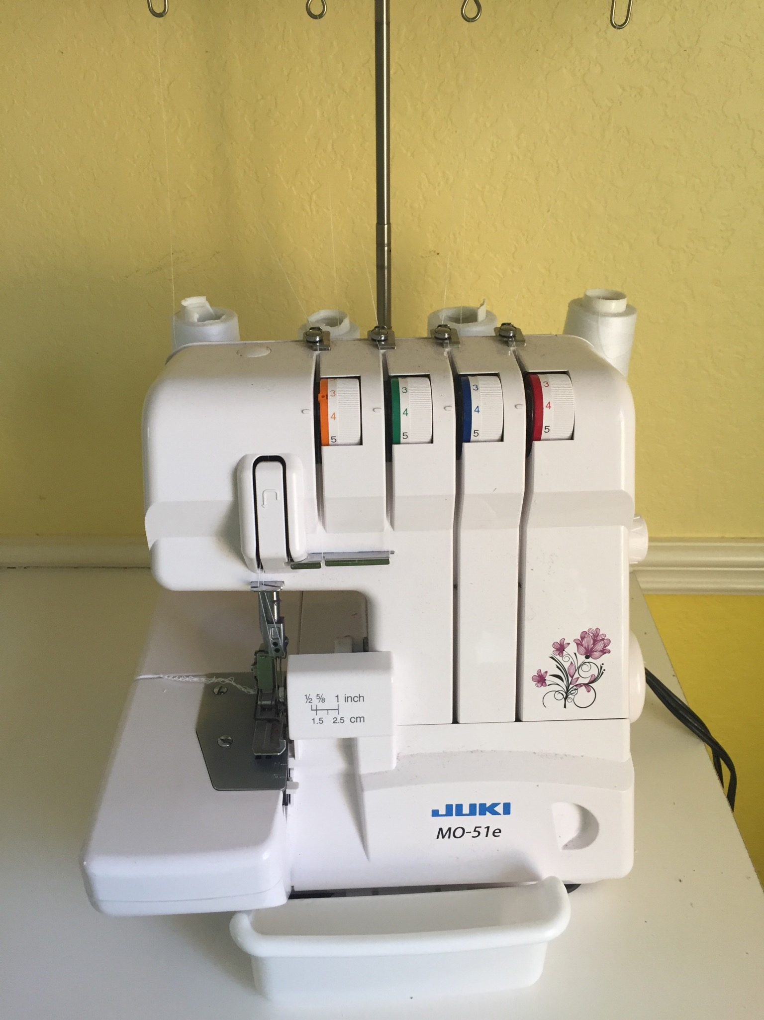 easy serger projects Review of the brother 1034d 3/4 lay-in thread serger being in the market for a  new serger i found this one at amazoncom: the brother 1034d.