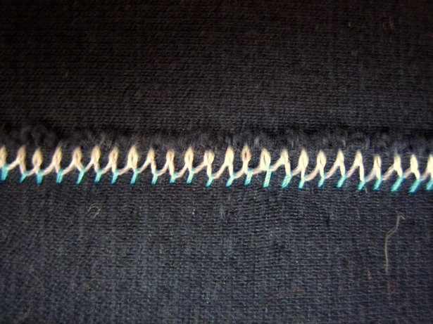 Twin_needle_back_zigzag_large