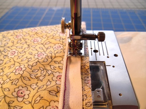 Sewing_zipper_line2_large